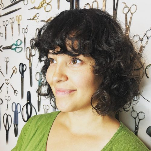 Curly Bob mit Pony