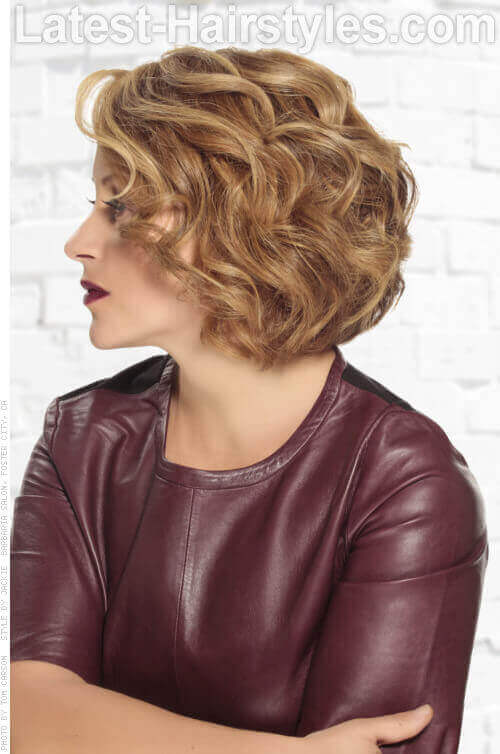 Short-Curly-Bob-Hairstyle-with-Layers-Si
