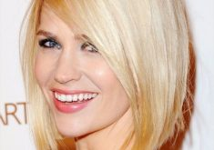 Klassische stumpfe Bob-Frisuren: Blonde Straight